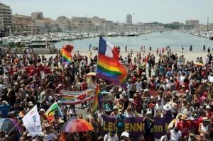 537258-des-militants-et-sympathisants-de-la-cause-homosexuelle-defilent-pour-l-europride-le-20-juillet-2013