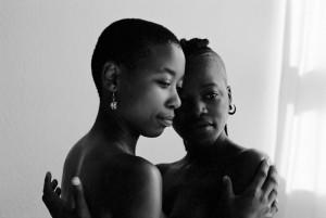 Zinzi-and-Tozama-II---Serie-Being---Zanele-Muholi