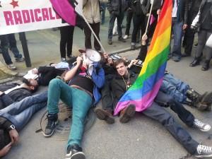 Die-in d'Act Up contre la présence de Jean-Luc Moudenc / photo Bbx