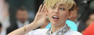 miley-cyrus-sexy-femme-katy-perry-embrasse
