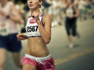 girl-running-race-900x440