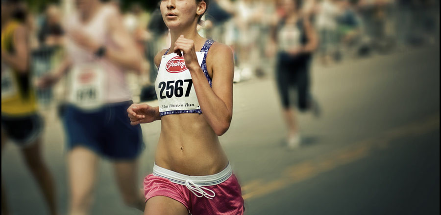 girl-running-race-900x440