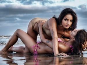 Sexy_Bikini_Modelslesbians-1024x768